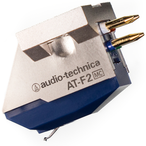 Головка звукоснимателя Audio-TechnicaГоловка звукоснимателя<br>МС-звукосниматель, эллиптическая игла, частотный диапазон 15 Гц – 30 кГц, выходное напряжение 0,32 мВ, прижимное усилие 1,8 – 2,2 г, динамическая податливость 9 х 10 – 6 см/дин, вес 5 г.<br>