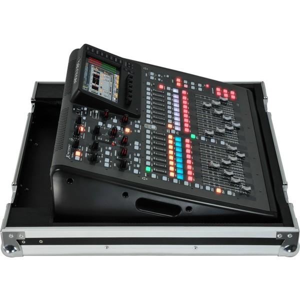 Цифровой микшерный пульт BehringerЦифровой микшерный пульт<br>Пульт X32 COMPACT оборудован 40 входами, 25 buses, 16 программируемыми MIDAS микрофонными предусилителями, FireWire и USB 2.0. В комплекте кейс для переноски<br>