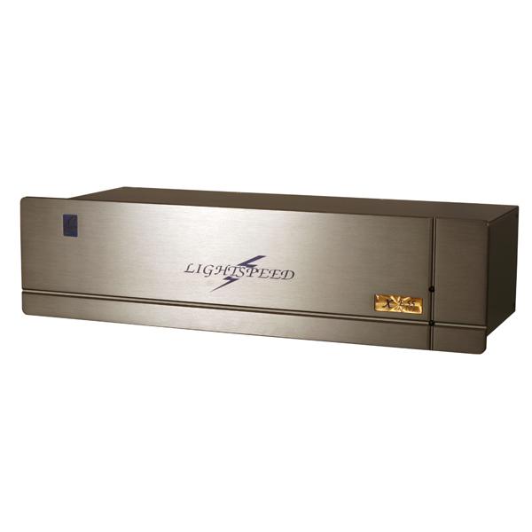 Сетевой фильтр LightspeedСетевой фильтр<br>Сетевой фильтр, изготовленный по технологии HyperDrive. Обеспечивает максимальное качество звучания и видеоизображения.<br>