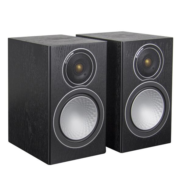 Полочная акустика Monitor AudioПолочная акустика<br>Компактная полочная АС серии Silver. Фазоинвертор, 2 полосы, 2 динамика: НЧ 150 мм, ВЧ 25 мм, сопротивление 8 Ом, чувствительность 87 дБ, диапазон частот 45 Гц – 30 кГц, габариты 185 x 312 x 263 мм, вес 6,95 кг.<br>