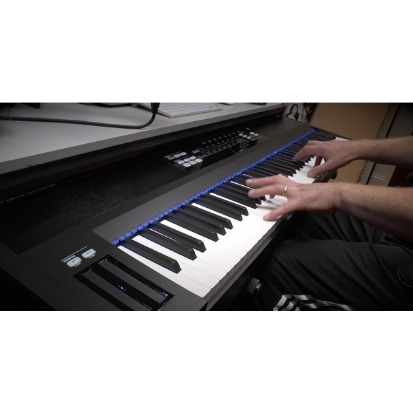 MIDI-клавиатура Native Instruments от Audiomania